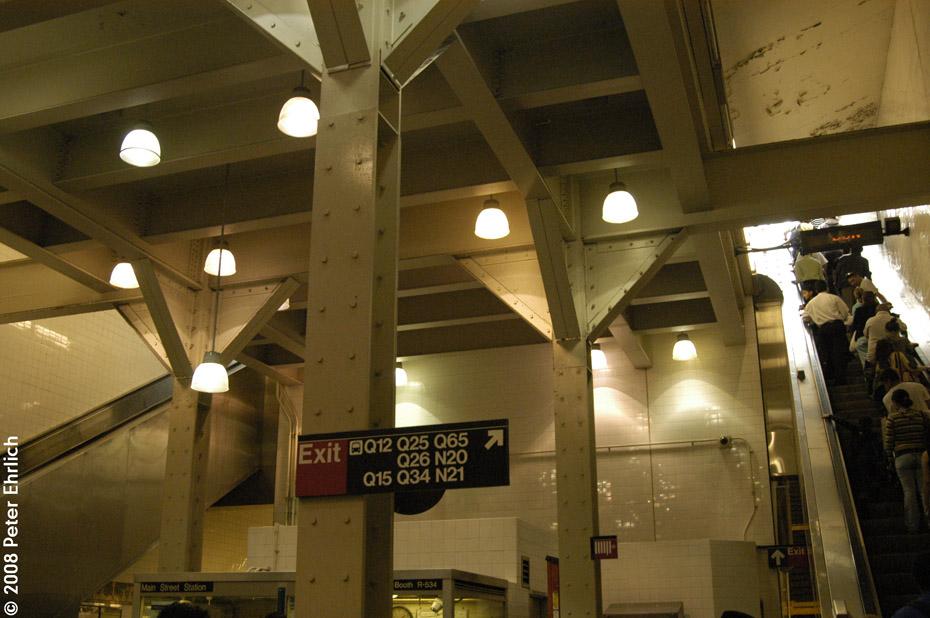 (190k, 930x618)<br><b>Country:</b> United States<br><b>City:</b> New York<br><b>System:</b> New York City Transit<br><b>Line:</b> IRT Flushing Line<br><b>Location:</b> Main Street/Flushing<br><b>Photo by:</b> Peter Ehrlich<br><b>Date:</b> 9/28/2008<br><b>Notes:</b> Main Street Flushing Station east concourse.<br><b>Viewed (this week/total):</b> 5 / 2848