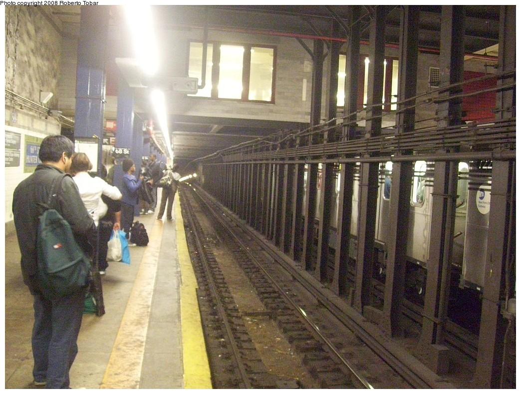 (257k, 1044x791)<br><b>Country:</b> United States<br><b>City:</b> New York<br><b>System:</b> New York City Transit<br><b>Line:</b> IRT East Side Line<br><b>Location:</b> 68th Street<br><b>Photo by:</b> Roberto C. Tobar<br><b>Date:</b> 11/7/2008<br><b>Viewed (this week/total):</b> 0 / 3162