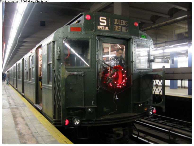 (121k, 820x620)<br><b>Country:</b> United States<br><b>City:</b> New York<br><b>System:</b> New York City Transit<br><b>Line:</b> IND 6th Avenue Line<br><b>Location:</b> 2nd Avenue<br><b>Route:</b> Museum Train Service (V)<br><b>Car:</b> R-1 (American Car & Foundry, 1930-1931) 100 <br><b>Photo by:</b> Gary Chatterton<br><b>Date:</b> 11/30/2008<br><b>Viewed (this week/total):</b> 0 / 1922
