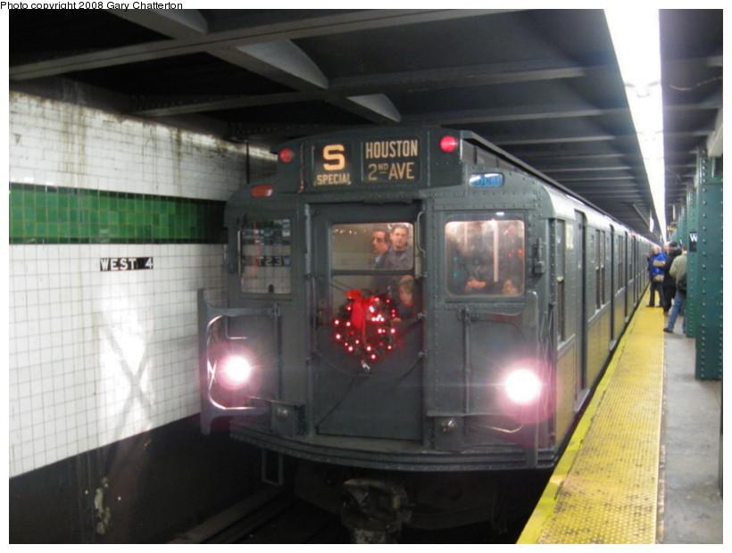 (112k, 820x620)<br><b>Country:</b> United States<br><b>City:</b> New York<br><b>System:</b> New York City Transit<br><b>Line:</b> IND 6th Avenue Line<br><b>Location:</b> West 4th Street/Washington Square<br><b>Route:</b> Museum Train Service (V)<br><b>Car:</b> R-9 (Pressed Steel, 1940) 1802 <br><b>Photo by:</b> Gary Chatterton<br><b>Date:</b> 11/30/2008<br><b>Viewed (this week/total):</b> 0 / 1875