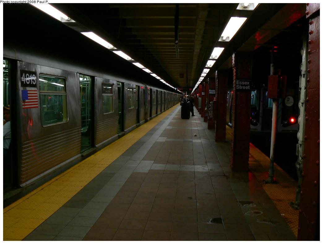 (192k, 1044x788)<br><b>Country:</b> United States<br><b>City:</b> New York<br><b>System:</b> New York City Transit<br><b>Line:</b> BMT Nassau Street-Jamaica Line<br><b>Location:</b> Essex Street<br><b>Route:</b> J<br><b>Car:</b> R-42 (St. Louis, 1969-1970) 4813 <br><b>Photo by:</b> Paul P.<br><b>Date:</b> 11/1/2008<br><b>Viewed (this week/total):</b> 0 / 2498