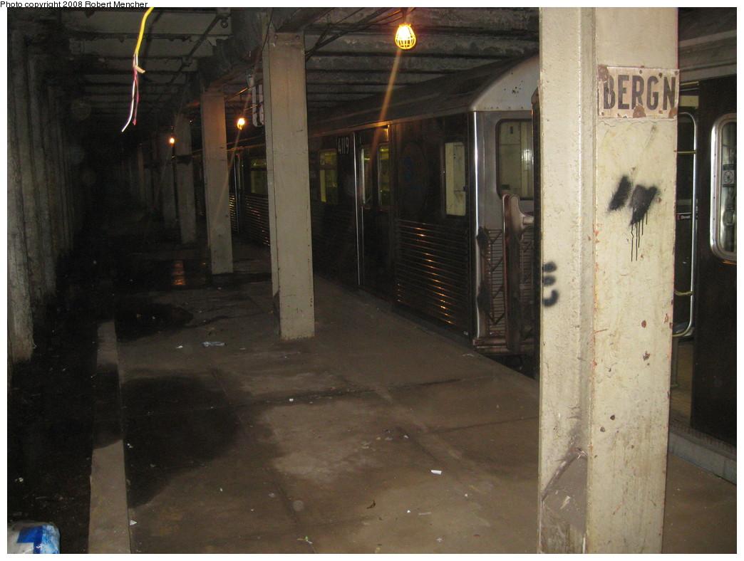 (201k, 1044x788)<br><b>Country:</b> United States<br><b>City:</b> New York<br><b>System:</b> New York City Transit<br><b>Line:</b> IND Crosstown Line<br><b>Location:</b> Bergen Street-Lower Level<br><b>Route:</b> A<br><b>Car:</b> R-38 (St. Louis, 1966-1967) 4119 <br><b>Photo by:</b> Robert Mencher<br><b>Date:</b> 12/27/2008<br><b>Notes:</b> G.O. layup/turnback.<br><b>Viewed (this week/total):</b> 3 / 3886