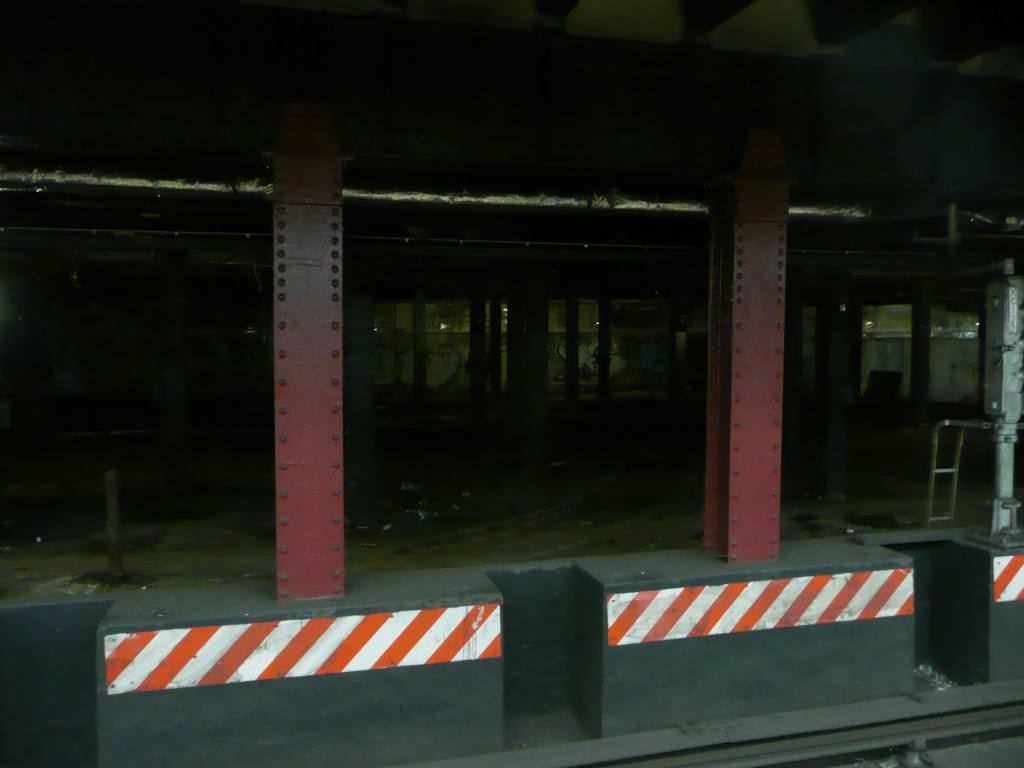 (51k, 1024x768)<br><b>Country:</b> United States<br><b>City:</b> New York<br><b>System:</b> New York City Transit<br><b>Line:</b> BMT Nassau Street-Jamaica Line<br><b>Location:</b> Essex Street<br><b>Photo by:</b> Robbie Rosenfeld<br><b>Date:</b> 1/21/2009<br><b>Notes:</b> View into old trolley terminal adjacent to Essex St.<br><b>Viewed (this week/total):</b> 0 / 3318