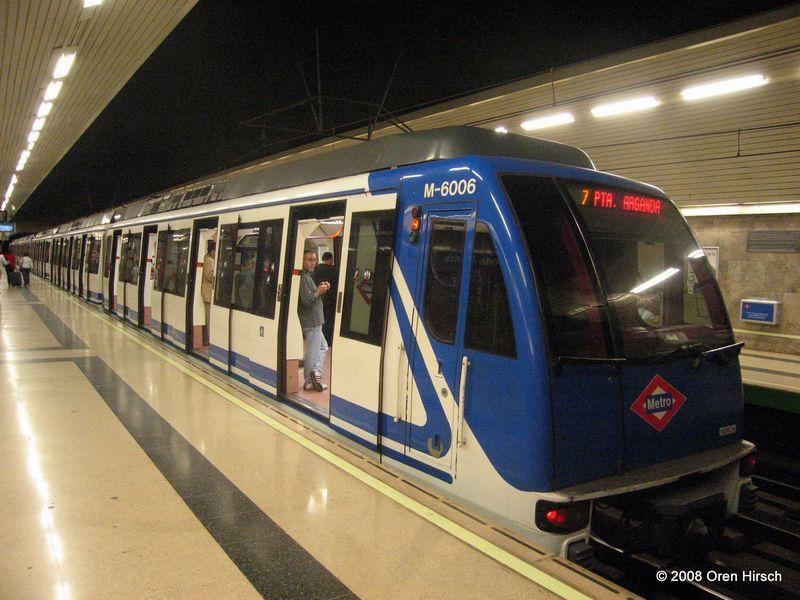 (90k, 800x600)<br><b>Country:</b> Spain<br><b>City:</b> Madrid<br><b>System:</b> Madrid Metro<br><b>Line:</b> Line 9<br><b>Location:</b> Príncipe de Vergara<br><b>Car:</b> Series 6000 (CAF, 1998) 6015 <br><b>Photo by:</b> Oren H.<br><b>Date:</b> 6/11/2008<br><b>Viewed (this week/total):</b> 1 / 655