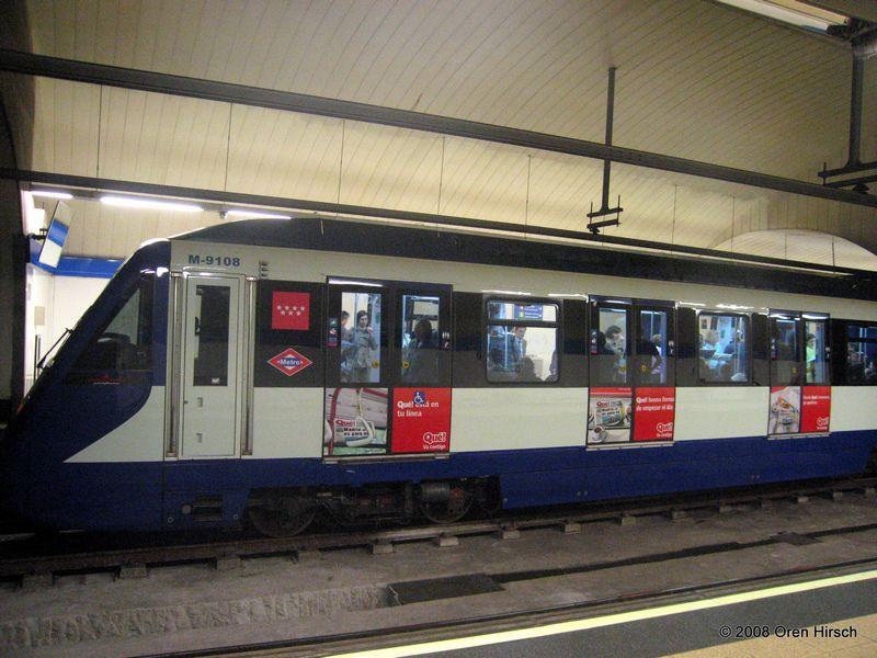 (84k, 800x600)<br><b>Country:</b> Spain<br><b>City:</b> Madrid<br><b>System:</b> Madrid Metro<br><b>Line:</b> Line 10<br><b>Location:</b> Alonso Martínez<br><b>Car:</b> Series 9000 (Ansaldobreda) 9108 <br><b>Photo by:</b> Oren H.<br><b>Date:</b> 6/11/2008<br><b>Viewed (this week/total):</b> 2 / 756