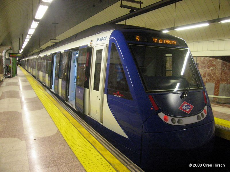 (87k, 800x600)<br><b>Country:</b> Spain<br><b>City:</b> Madrid<br><b>System:</b> Madrid Metro<br><b>Line:</b> Line 7<br><b>Location:</b> Pueblo Nuevo<br><b>Car:</b> Series 9000 (Ansaldobreda) 9013 <br><b>Photo by:</b> Oren H.<br><b>Date:</b> 6/11/2008<br><b>Viewed (this week/total):</b> 2 / 749