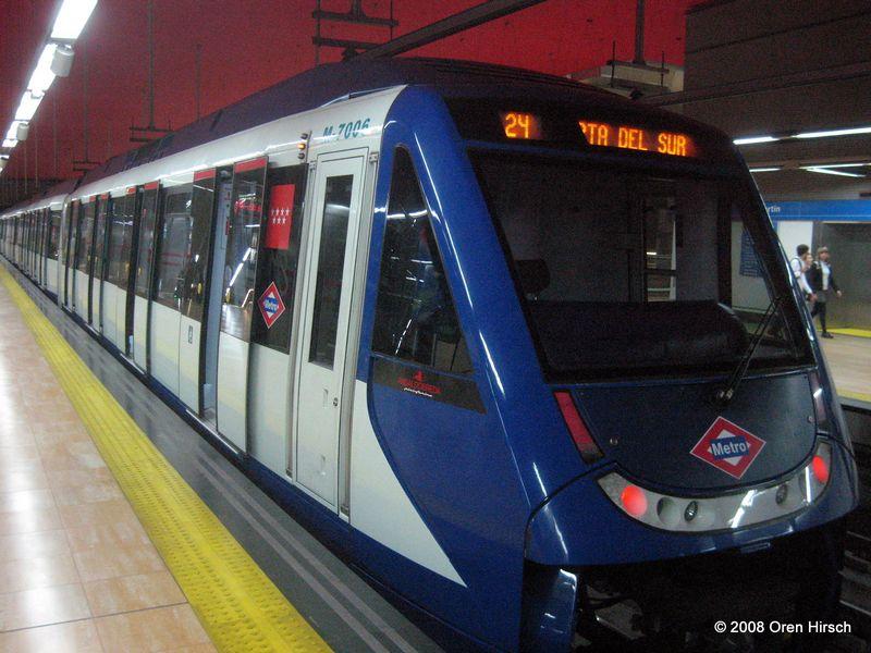 (84k, 800x600)<br><b>Country:</b> Spain<br><b>City:</b> Madrid<br><b>System:</b> Madrid Metro<br><b>Line:</b> Line 1<br><b>Location:</b> Chamartín<br><b>Car:</b> Series 7000 (Ansaldobreda) 7006 <br><b>Photo by:</b> Oren H.<br><b>Date:</b> 6/11/2008<br><b>Viewed (this week/total):</b> 2 / 904