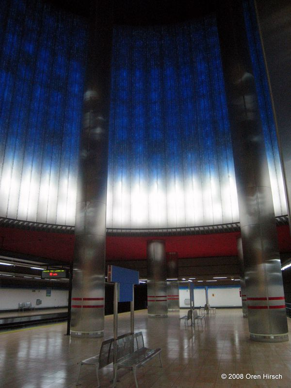 (68k, 600x800)<br><b>Country:</b> Spain<br><b>City:</b> Madrid<br><b>System:</b> Madrid Metro<br><b>Line:</b> Line 1<br><b>Location:</b> Chamartín<br><b>Photo by:</b> Oren H.<br><b>Date:</b> 6/11/2008<br><b>Notes:</b> Chamartín (lower level for current Line 1 and future line 11)<br><b>Viewed (this week/total):</b> 1 / 688