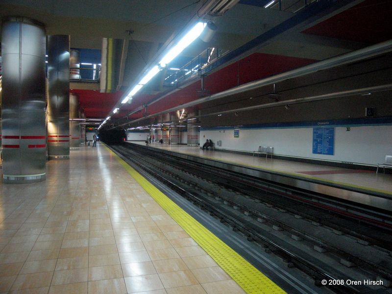 (78k, 800x600)<br><b>Country:</b> Spain<br><b>City:</b> Madrid<br><b>System:</b> Madrid Metro<br><b>Line:</b> Line 1<br><b>Location:</b> Chamartín<br><b>Photo by:</b> Oren H.<br><b>Date:</b> 6/11/2008<br><b>Notes:</b> Chamartín (lower level Line 1 platforms)<br><b>Viewed (this week/total):</b> 1 / 774