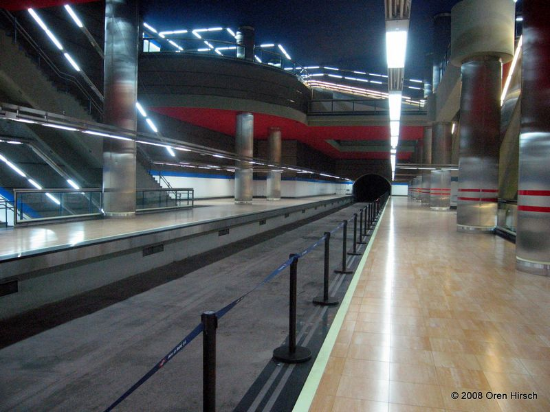 (84k, 800x600)<br><b>Country:</b> Spain<br><b>City:</b> Madrid<br><b>System:</b> Madrid Metro<br><b>Line:</b> Line 10<br><b>Location:</b> Chamartín<br><b>Photo by:</b> Oren H.<br><b>Date:</b> 6/11/2008<br><b>Notes:</b> Unused trackway at Chamartín (upper level for current line 10 and future line 14) for use of the future Line 14<br><b>Viewed (this week/total):</b> 1 / 643