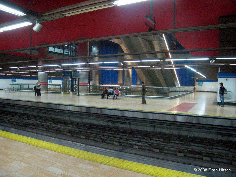 (88k, 800x600)<br><b>Country:</b> Spain<br><b>City:</b> Madrid<br><b>System:</b> Madrid Metro<br><b>Line:</b> Line 10<br><b>Location:</b> Chamartín<br><b>Photo by:</b> Oren H.<br><b>Date:</b> 6/11/2008<br><b>Notes:</b> Chamartín (upper level Line 10 platforms)<br><b>Viewed (this week/total):</b> 1 / 660