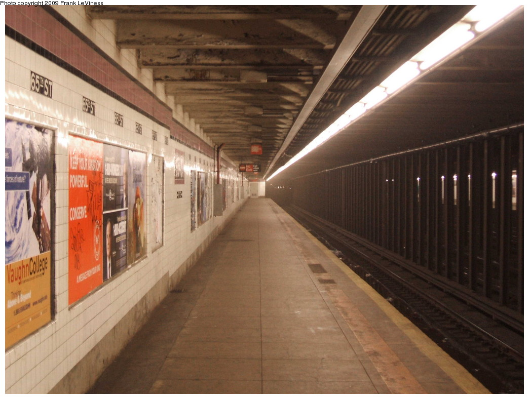 (190k, 1044x788)<br><b>Country:</b> United States<br><b>City:</b> New York<br><b>System:</b> New York City Transit<br><b>Line:</b> IND Queens Boulevard Line<br><b>Location:</b> 65th Street<br><b>Photo by:</b> Frank LeViness<br><b>Date:</b> 12/23/2008<br><b>Notes:</b> Looking down the platform at 65th St.<br><b>Viewed (this week/total):</b> 2 / 2364