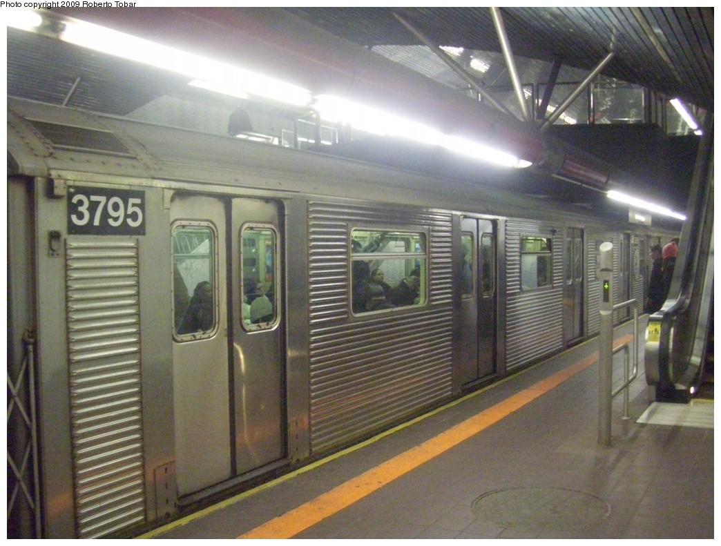 (211k, 1044x791)<br><b>Country:</b> United States<br><b>City:</b> New York<br><b>System:</b> New York City Transit<br><b>Line:</b> IND 63rd Street Line<br><b>Location:</b> Roosevelt Island<br><b>Route:</b> F<br><b>Car:</b> R-32 (Budd, 1964) 3795 <br><b>Photo by:</b> Roberto C. Tobar<br><b>Date:</b> 2/20/2009<br><b>Viewed (this week/total):</b> 4 / 1964