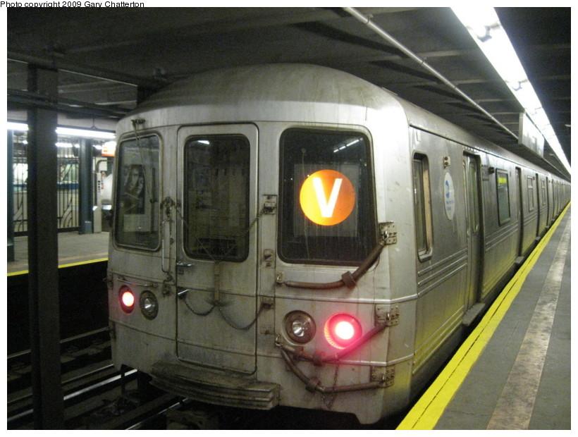 (136k, 820x620)<br><b>Country:</b> United States<br><b>City:</b> New York<br><b>System:</b> New York City Transit<br><b>Line:</b> IND Queens Boulevard Line<br><b>Location:</b> Northern Boulevard<br><b>Route:</b> V<br><b>Car:</b> R-46 (Pullman-Standard, 1974-75) 5822 <br><b>Photo by:</b> Gary Chatterton<br><b>Date:</b> 3/13/2009<br><b>Viewed (this week/total):</b> 3 / 2342