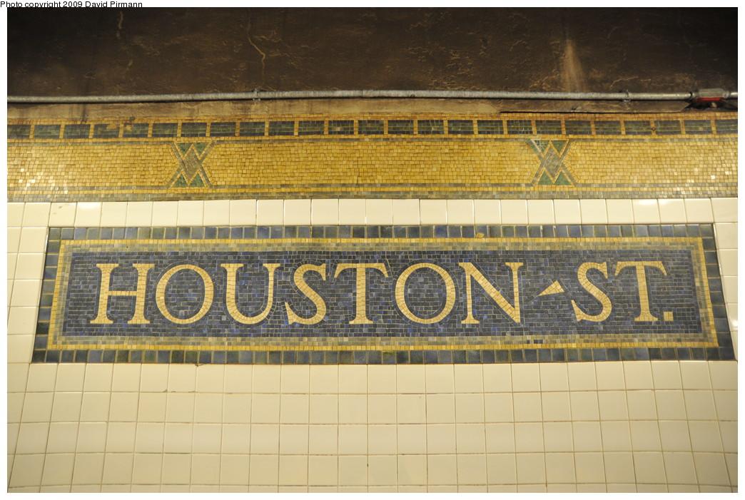 (275k, 1044x701)<br><b>Country:</b> United States<br><b>City:</b> New York<br><b>System:</b> New York City Transit<br><b>Line:</b> IRT West Side Line<br><b>Location:</b> Houston Street<br><b>Photo by:</b> David Pirmann<br><b>Date:</b> 3/15/2009<br><b>Notes:</b> Name mosaic tablet.<br><b>Viewed (this week/total):</b> 1 / 1754