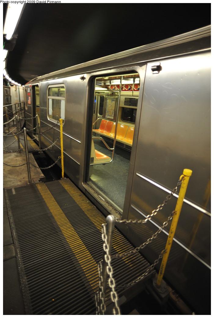 (239k, 701x1043)<br><b>Country:</b> United States<br><b>City:</b> New York<br><b>System:</b> New York City Transit<br><b>Line:</b> IRT West Side Line<br><b>Location:</b> South Ferry (Outer Loop Station)<br><b>Route:</b> 1<br><b>Car:</b> R-62A (Bombardier, 1984-1987) 1891 <br><b>Photo by:</b> David Pirmann<br><b>Date:</b> 3/15/2009<br><b>Notes:</b> Final day of revenue service at loop station.<br><b>Viewed (this week/total):</b> 0 / 1500