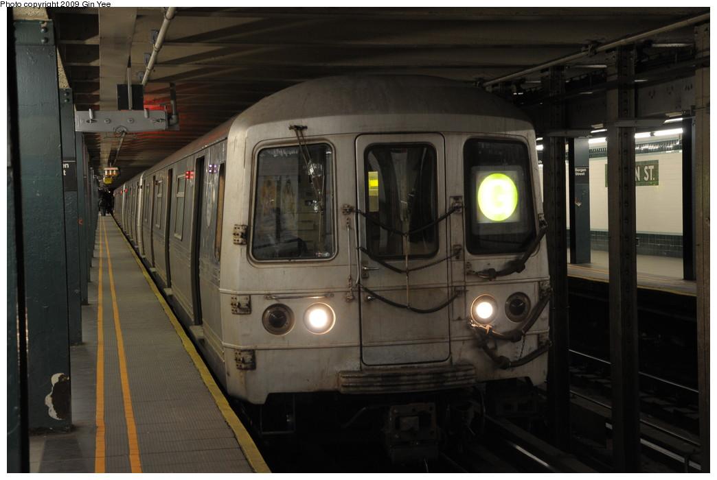 (216k, 1044x700)<br><b>Country:</b> United States<br><b>City:</b> New York<br><b>System:</b> New York City Transit<br><b>Line:</b> IND Crosstown Line<br><b>Location:</b> Bergen Street<br><b>Route:</b> G<br><b>Car:</b> R-46 (Pullman-Standard, 1974-75)  <br><b>Photo by:</b> Gin Yee<br><b>Date:</b> 3/23/2009<br><b>Viewed (this week/total):</b> 1 / 3068