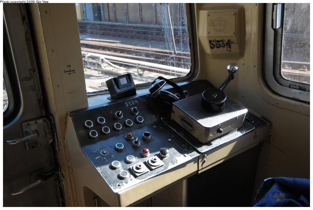 (245k, 1044x700)<br><b>Country:</b> United States<br><b>City:</b> New York<br><b>System:</b> New York City Transit<br><b>Route:</b> G<br><b>Car:</b> R-46 (Pullman-Standard, 1974-75) 5634 <br><b>Photo by:</b> Gin Yee<br><b>Date:</b> 3/23/2009<br><b>Notes:</b> Motormans controls.<br><b>Viewed (this week/total):</b> 3 / 7446