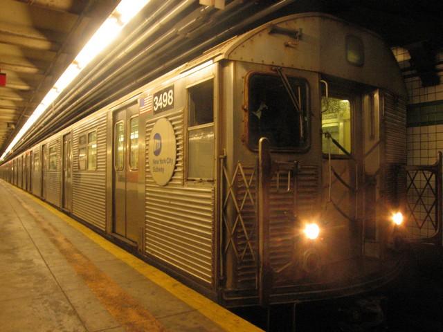 (85k, 640x480)<br><b>Country:</b> United States<br><b>City:</b> New York<br><b>System:</b> New York City Transit<br><b>Line:</b> IND 6th Avenue Line<br><b>Location:</b> 23rd Street<br><b>Route:</b> F<br><b>Car:</b> R-32 (Budd, 1964) 3498 <br><b>Photo by:</b> Oren H.<br><b>Date:</b> 12/16/2007<br><b>Viewed (this week/total):</b> 1 / 1762