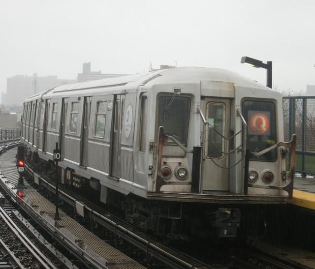 (76k, 640x547)<br><b>Country:</b> United States<br><b>City:</b> New York<br><b>System:</b> New York City Transit<br><b>Line:</b> BMT Brighton Line<br><b>Location:</b> West 8th Street<br><b>Route:</b> B<br><b>Car:</b> R-40 (St. Louis, 1968) 4448 <br><b>Photo by:</b> Oren H.<br><b>Date:</b> 12/16/2007<br><b>Viewed (this week/total):</b> 3 / 1885