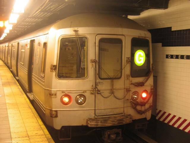 (70k, 640x480)<br><b>Country:</b> United States<br><b>City:</b> New York<br><b>System:</b> New York City Transit<br><b>Line:</b> IND Queens Boulevard Line<br><b>Location:</b> Queens Plaza<br><b>Route:</b> G<br><b>Car:</b> R-46 (Pullman-Standard, 1974-75) 5594 <br><b>Photo by:</b> Oren H.<br><b>Date:</b> 12/16/2007<br><b>Viewed (this week/total):</b> 5 / 1395