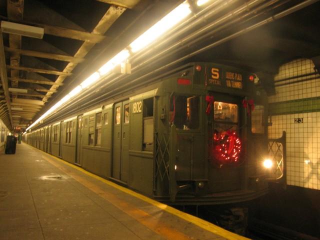 (72k, 640x480)<br><b>Country:</b> United States<br><b>City:</b> New York<br><b>System:</b> New York City Transit<br><b>Line:</b> IND 6th Avenue Line<br><b>Location:</b> 23rd Street<br><b>Route:</b> Museum Train Service (V)<br><b>Car:</b> R-9 (Pressed Steel, 1940) 1802 <br><b>Photo by:</b> Oren H.<br><b>Date:</b> 12/16/2007<br><b>Viewed (this week/total):</b> 4 / 1908
