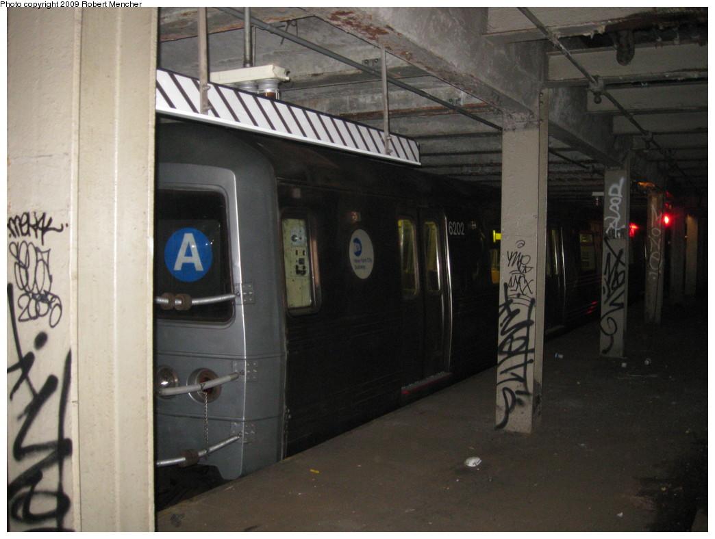 (193k, 1044x788)<br><b>Country:</b> United States<br><b>City:</b> New York<br><b>System:</b> New York City Transit<br><b>Line:</b> IND Crosstown Line<br><b>Location:</b> Bergen Street-Lower Level<br><b>Route:</b> A<br><b>Car:</b> R-46 (Pullman-Standard, 1974-75) 6202 <br><b>Photo by:</b> Robert Mencher<br><b>Date:</b> 4/4/2009<br><b>Notes:</b> Short turn A turnback due to G.O.<br><b>Viewed (this week/total):</b> 3 / 2771