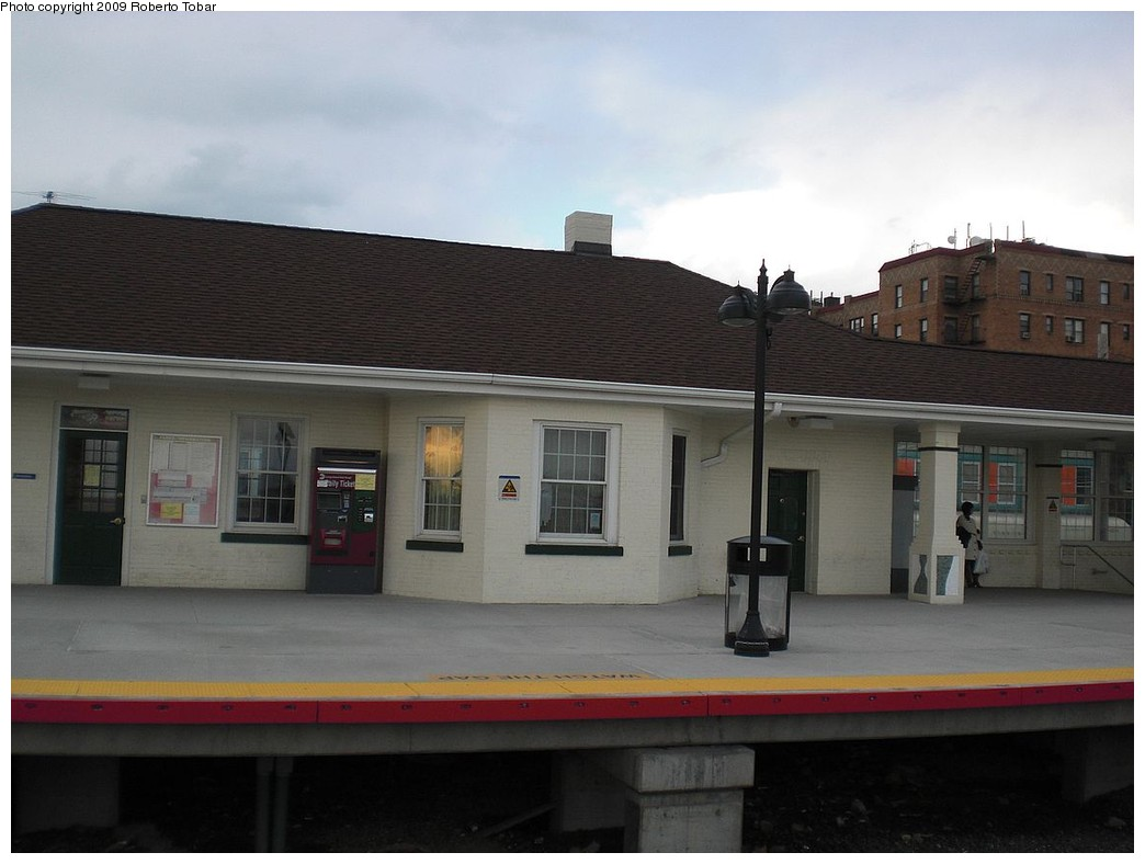(174k, 1044x788)<br><b>Country:</b> United States<br><b>System:</b> Long Island Rail Road<br><b>Line:</b> LIRR Port Washington<br><b>Location:</b> Broadway<br><b>Photo by:</b> Roberto C. Tobar<br><b>Date:</b> 4/8/2009<br><b>Viewed (this week/total):</b> 2 / 815
